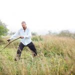 Jak sekat trávu bez hluku a s lehkostí
